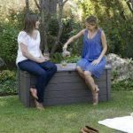 Keter 12COFFRELUXE455L Coffre de Rangement pour le Jardin Taupe 455 L de la marque Chalet-Jardin image 5 produit