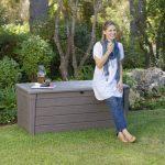 Keter 12COFFRELUXE455L Coffre de Rangement pour le Jardin Taupe 455 L de la marque Chalet-Jardin image 6 produit